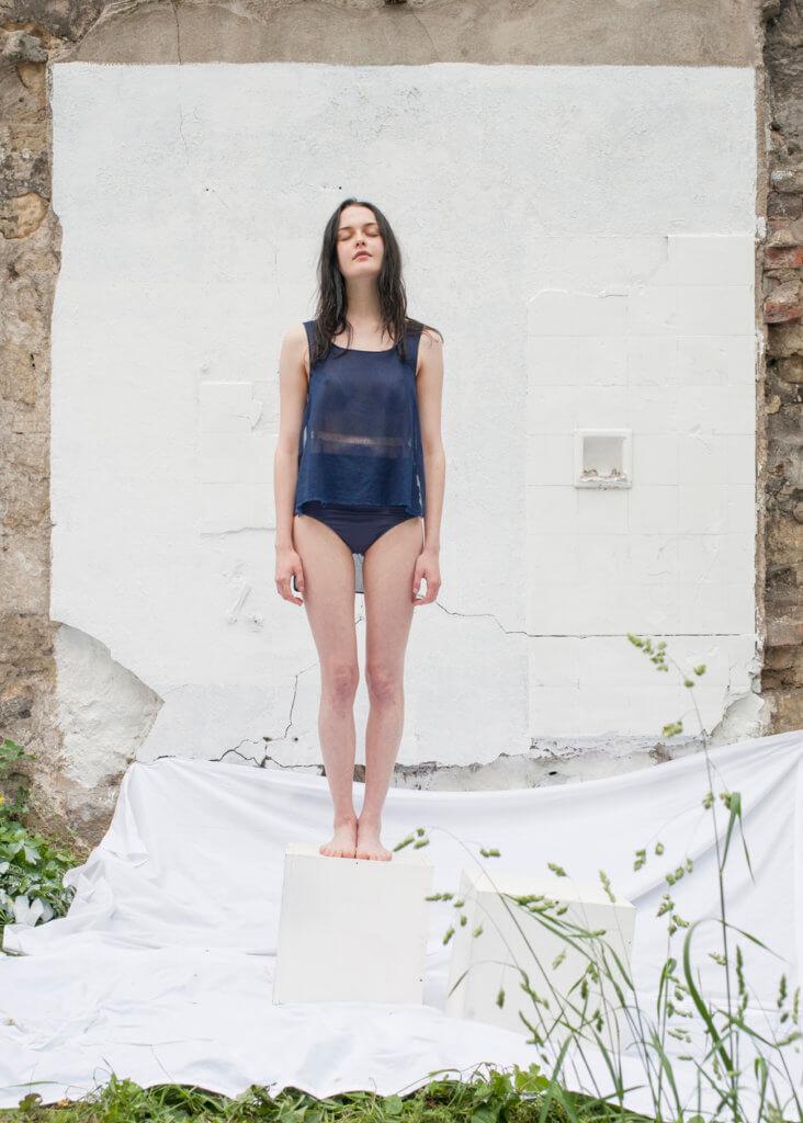 Top 2 pans by Noémie Devime, © Cécile Champy, modèle Catherine Pyslar
