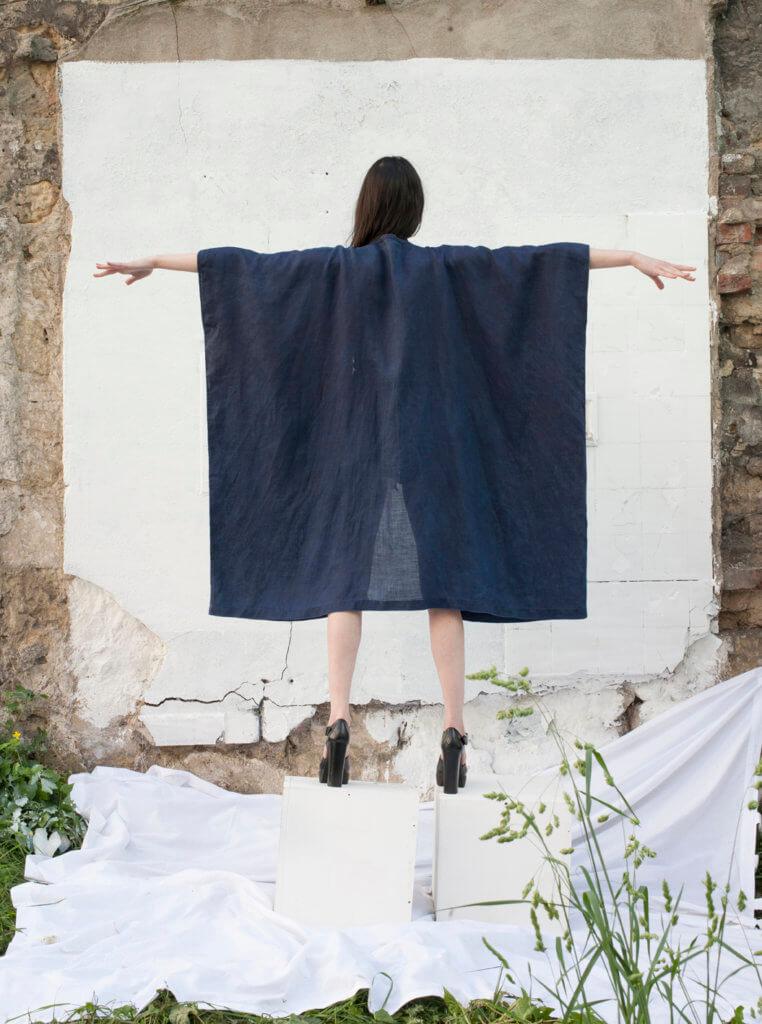 Cape au carré Noémie Devime, © Cécile Champy, modèle Catherine Pyslar