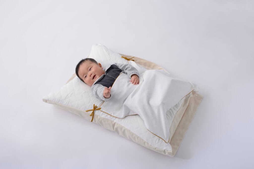 Objets pour bébé conçus par le fabricant en linge de nuit Daito Shingu Kogyo Co., Ltd et Anna Borowski