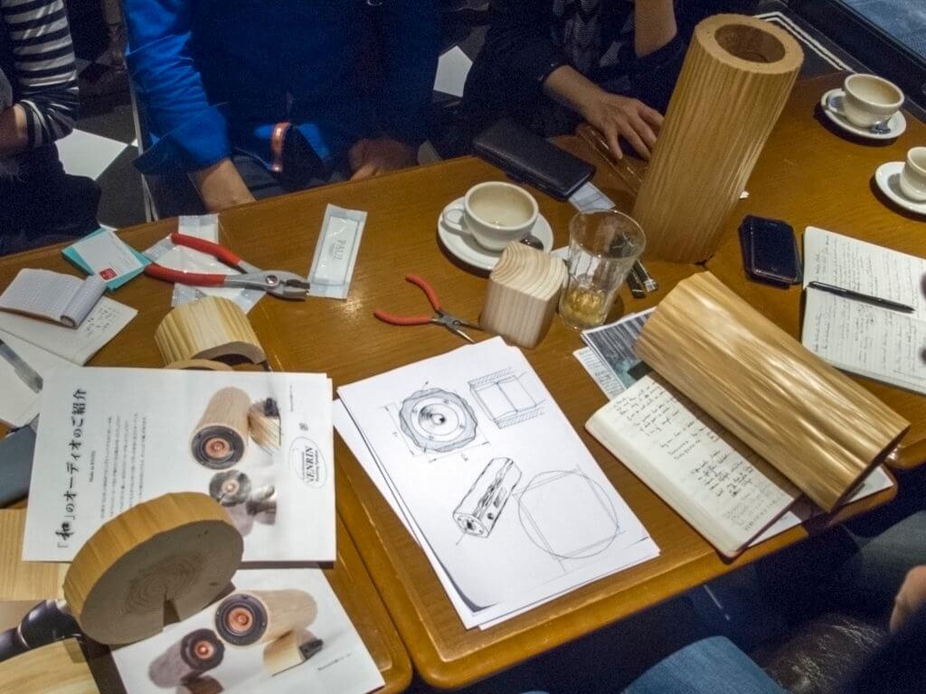 Dessin préparatoire autour de l'enceinte réalisée par le fabricant de produits en bois KYOTO NATURAL FACTORY INC. et Noir Vif