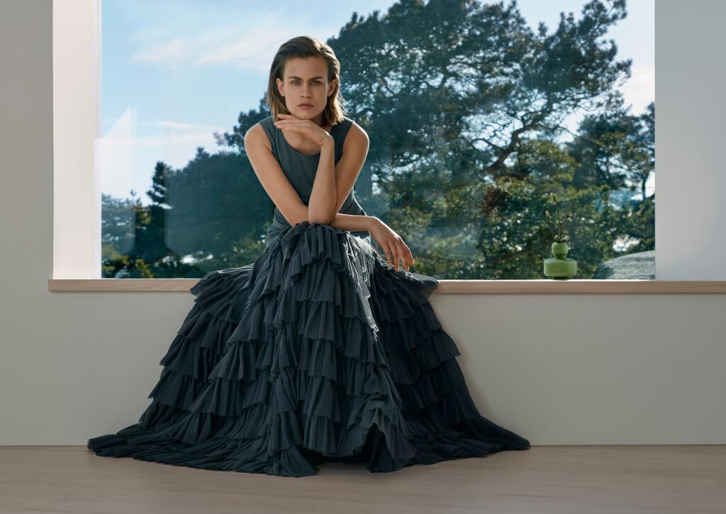 anna_ruohonen_atelier_collection_femme_ss2017_tutu_long_silk_dress_photo_niko_mitrunen_