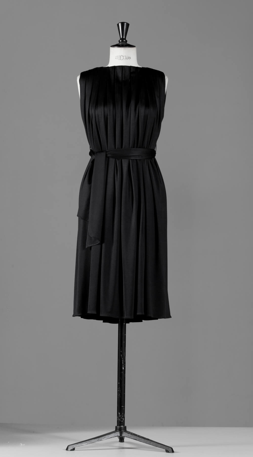anna_ruohonen_black_classic_collection_cleopatra-dress_since_2012_cleopatra_photo_victor_matussiere