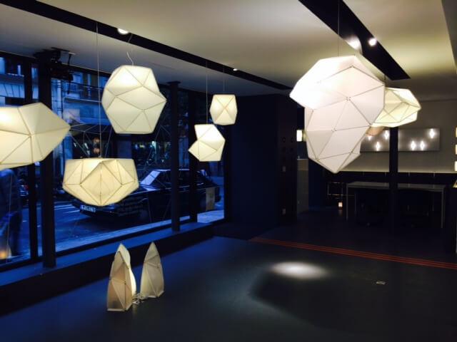 Luminaires d'Octavio Amado dans l'OSB Gallery